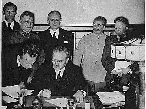 Eesti Molotov-Ribbentropi pakti ning suurriikide reaalpoliitika kammitsas